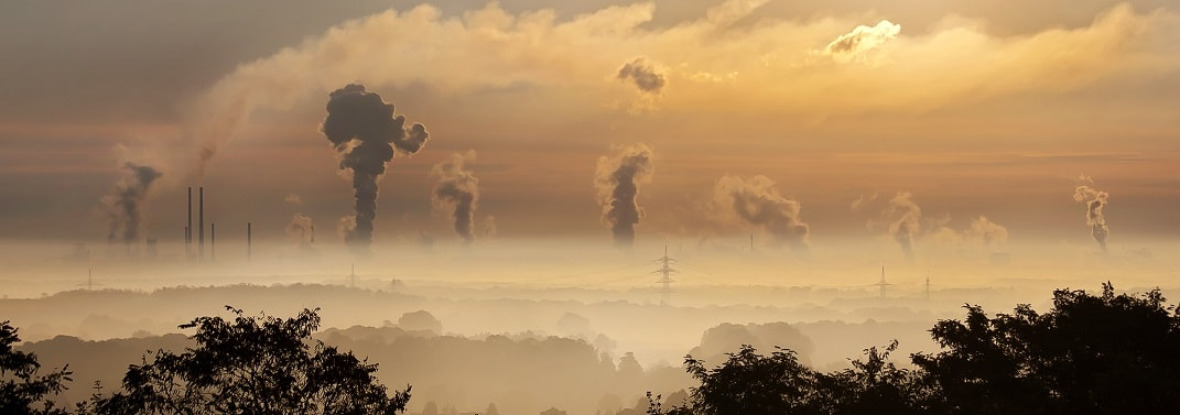 Picture of industrial chimneys polluting horizon